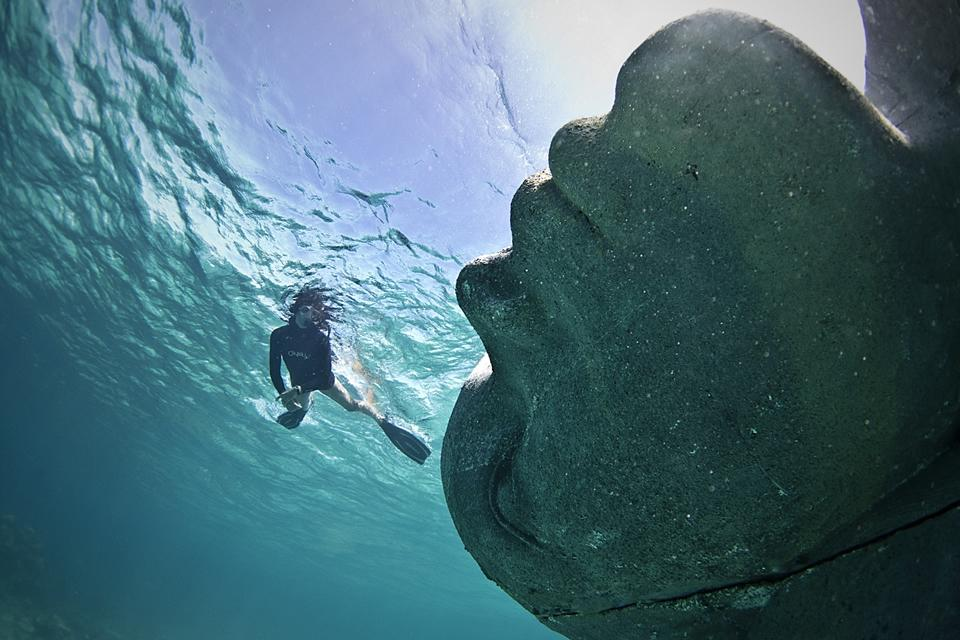 Ocean Atlas_Bahamas_clean_woman_Jason deCaires Taylor_Sculpture