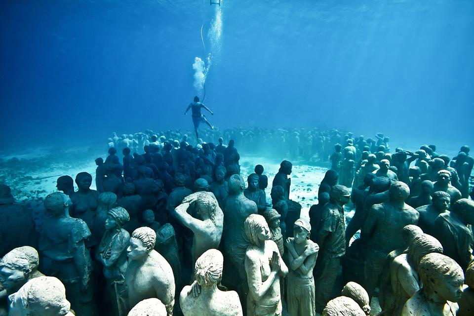 Silent Evolution_Mexico_clean_diver_Jason deCaires Taylor_Sculpture